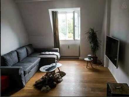 Zimmer in wunderschöner Altbau Wohnung in perfekter Lage!