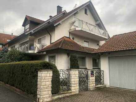 **TOP-ANGEBOT** Großes Einfamilienhaus mit 3 Whg. + Schwimmbad - Wfl.-/Nf. mit ca. 445 m² !