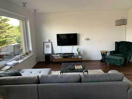 Vollständig renovierte 4-Raum-Wohnung mit Balkon und Einbauküche in Bielefeld