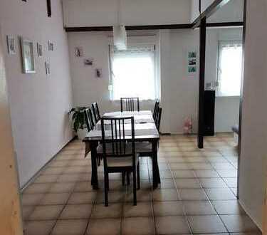 Provisionsfreie, gepflegte 4-Zimmer-Dachgeschosswohnung mit Einbauküche in Mannheim-Luzenberg