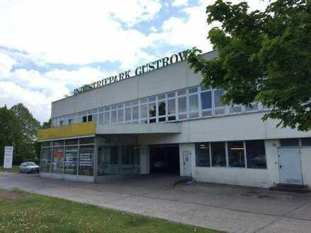 1.300 m² Gewerbeflächen (Kfz-Werkstatt) und Parkplatz (1.500m²) zur Vermietung