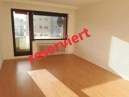 Geräumige 1 Zimmer Wohnung mit Balkon in der Neustadt