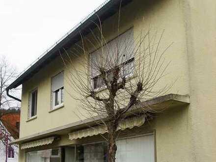 Haus mit Gewerbeeinheit und großer Wohnung in Weißbach