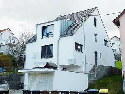 *Büro-Maisonette* 5 Zimmer, 2 Bäder, Balkon, 2 Stellplätze