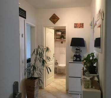 Alsternähe - gut ausgestattete 2,5-Zimmer-Whg. mit kl. Balkon und EBK in HH-Hohenfelde