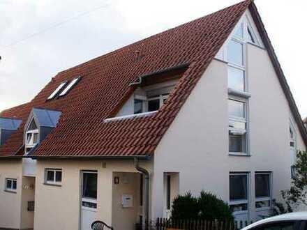 Helle und zentral gelegene 3-Zimmer-Maisonettewohnung mit hübscher Dachterrasse