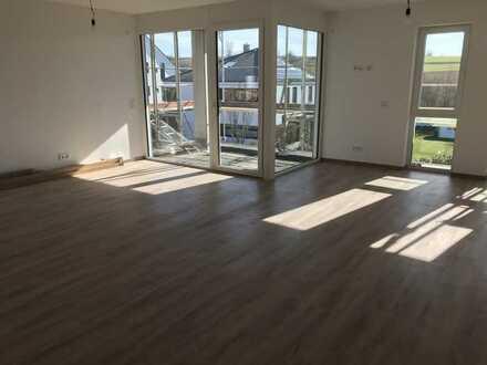 Neubau: Exklusive 3-Zimmer-Wohnung mit 2 Balkonen, tollem Ausblick, EBK & EBS in Waldbüttelbrunn!