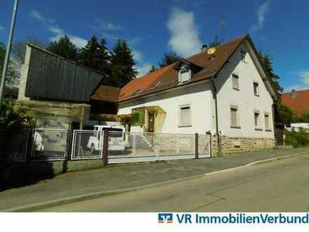 Wohnhaus mit Hof und Scheune
