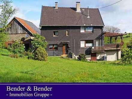 Ehemaliges Bauernhaus mit 2 Nebengebäuden in attraktiver dörflicher Lage!