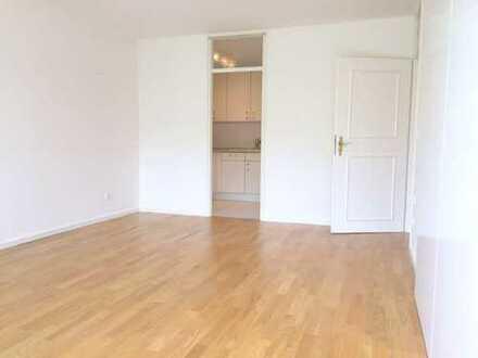 Helle modernisierte 2-Zimmer-Wohnung in Neuhausen