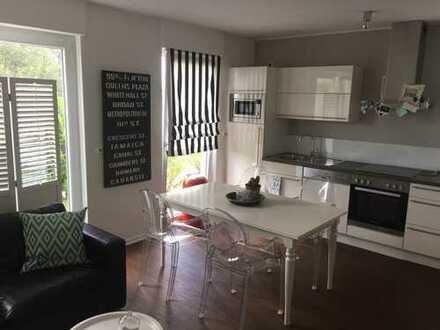 Moderne, lichtdurchflutete 3 Zimmer-Whg in Zweifamilienhaus in Top-Lage