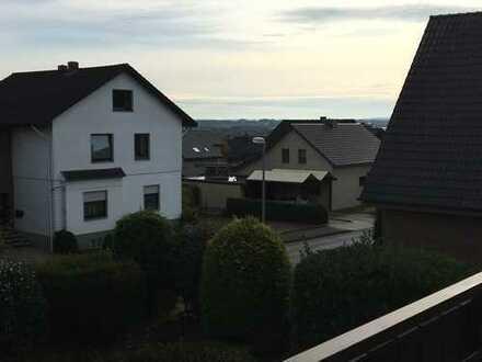 Gepflegte 4-Zimmer-Wohnung mit Balkon und Einbauküche in Bünde-Holsen