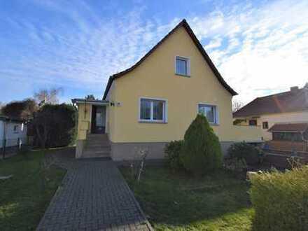 Schickes Einfamilienhaus für Ihre kleine Familie mit Terrasse und Traumhaften Garten