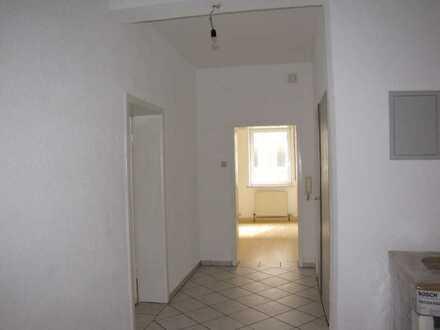 Helle 5-Raum-Erdgeschossaltbauwohnung mit Einbauküche in Heilbronn