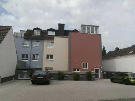 Gemütliche Wohnung mit Balkon, ggf. Einbauküche, Wannenbad mit Fenster und PKW- Stellplatz.