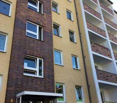 geräumige 4 Zimmer Wohnung mit Balkon, WG geeignet