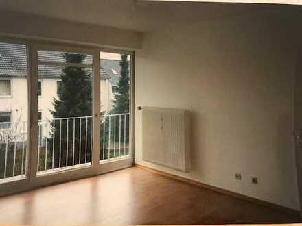 3-Zimmer-Wohnung mit Balkon und Einbauküche in Hamburg (nähe Volkspark)