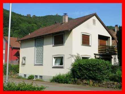 Solides Einfamilienhaus mit Trifelsblick inklusive