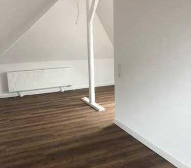 Neu renovierte Dachgeschoss-Maisonettwohnung mit Rheinblick im schönen Köln-Sürth