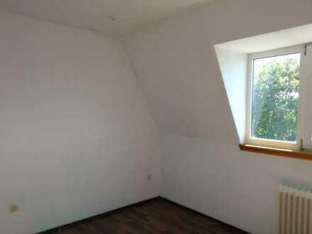Helle 4-Zimmer Dachgeschosswohnung in ruhiger Lage