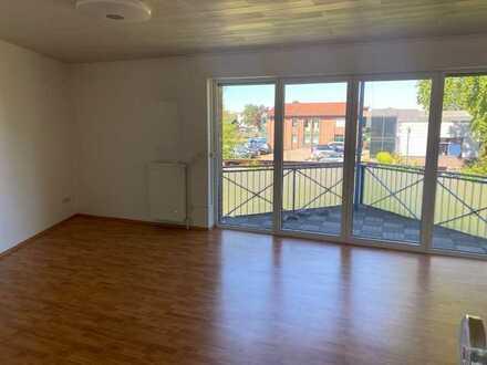 Vollständig renovierte OG-Wohnung mit drei Zimmern, Balkon, Einbauküche und Keller in Munster/Breloh