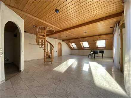 Wunderschöne 3-Zimmer-DG Wohnung mit ca. 110m²