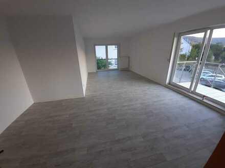 Vollständig renovierte 3-Zimmer-Wohnung mit Balkon und Einbauküche in Odenwaldring, Freudenberg
