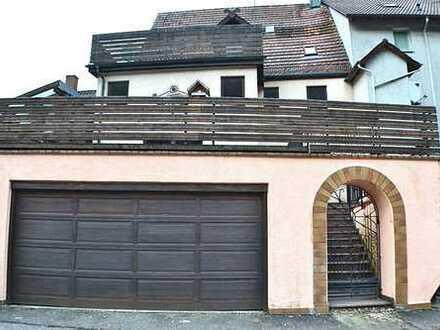 1-2 Familienhaus mit großer Terrasse und Doppelgarage im Zentrum von Neuenbürg