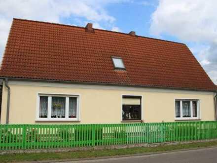 Dorfhaus mit Scheune