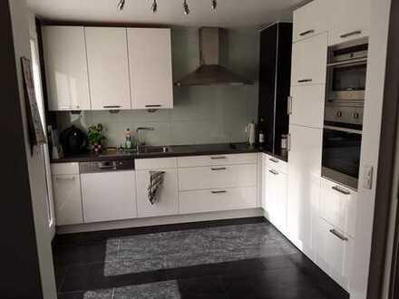 Vollständig renovierte 3-Zimmer-DG-Wohnung mit Balkon und EBK in Dortmund