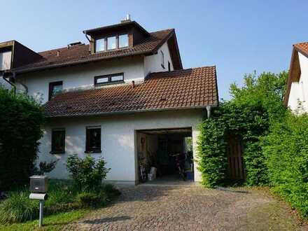 Modernisierte Doppelhaushälfte in ruhiger Lage mit Garage und großem Garten