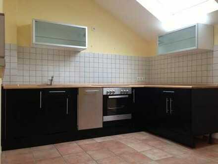 Außergewöhnliche Altbauwohnung mit Einbauküche