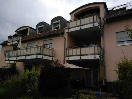 Gepflegte Wohnung mit drei Zimmern sowie Balkon und Einbauküche in Poppenricht-Witzlhof