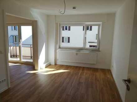 Erstbezug nach Sanierung mit Einbauküche und Balkon: stilvolle 1,5-Zimmer-Wohnung in Tübingen