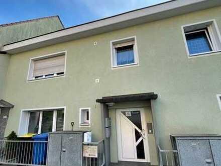 Wohnen im Grünen: provisionsfreie 2-Zimmer Wohnung mit Loggia und extra Raum!