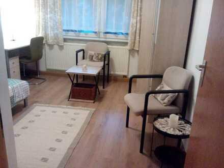 ruhige am Wald und Wiesenfelder möbliertes Zimmer mit Balkon in 2er WG bei Weilimdorf - U6 /13 /16