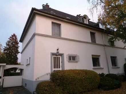 Kleine stilvolle Residenz auf großem Grundstück - Rath/Heumar - Göttersiedlung! Denkmal!