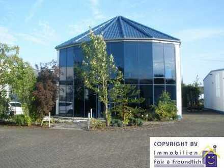 Hochwertiges Bürogebäude mit 2 Lagerhallen, 12 Parkplätzen  ca. 140 m² Büro, ca. 728 m² Lagerhalle