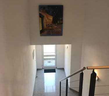 Gewerbefläche mit 2 Büros, Aufenthalt-/Sozialräumen mit Dusche + ca. 400m² Außenlager