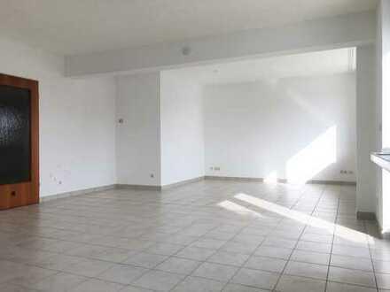 Auffallend helle 2-3 Zimmer-Wohnung in geschätztem Wohnumfeld