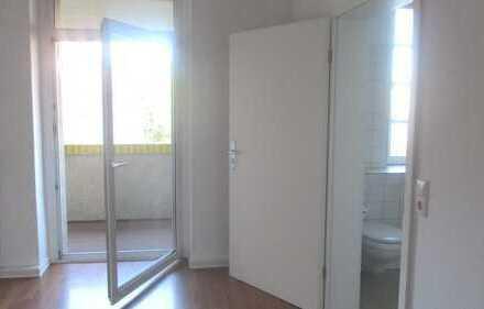 Schönes, kleines Appartement in Plagwitz: Einbauküche, Tageslichtbad, Balkon