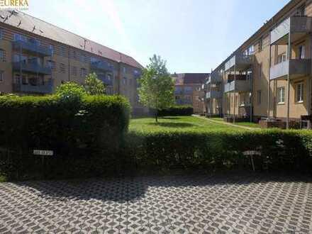 Gemütliche Wohnung, große Wohnküche, Loggia, 2 Zi. in grüner Lage