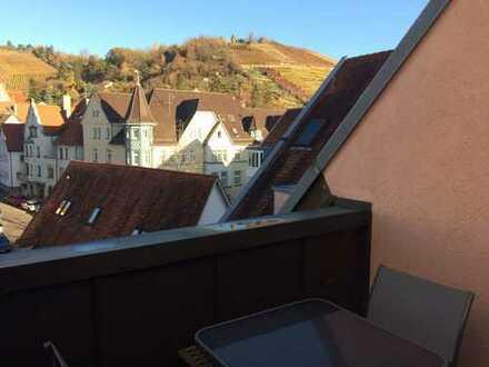 Exklusive, vollständig renovierte 4,5-Zimmer-Maisonette-Wohnung mit Balkon und EBK in Obertürkheim