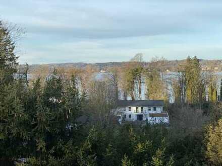 HELLWEGER & PARTNER ** Wahnsinns 4 Zi.-DG-Traum mit Dachterrasse & Seeblick *Kempfenhausen*
