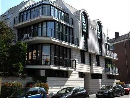 Ausgezeichnete Stadtlage und Architektur: 2-Zimmer-Wohnung mit Terrasse und Tiefgarage