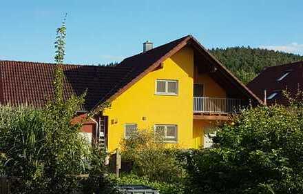 Freistehendes Einfamilienhaus mit großem Garten, viel Wohnkomfort und hochwertiger Ausstattung