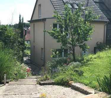 Haus mit großem Garten am Weinberg