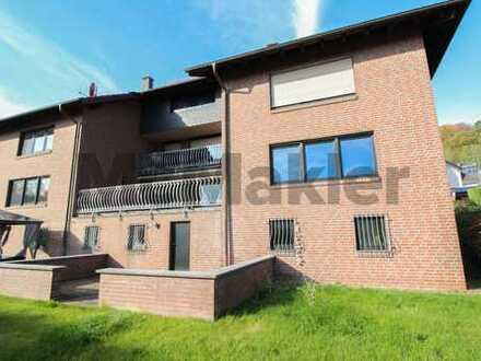 Großzügig und naturnah Wohnen im Sauerland: Zweifamilienhaus mit Balkon, 2 Terrassen und Garten