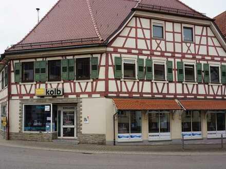 Flexible Gewerbe - oder Ladenfläche in zentraler Lage von Eisingen.
