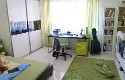 Moderne 3,5-4 Zimmerwohnung mit neuer Einbauküche, hellen Räumen und großem Bad